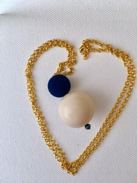 long_necklace_blue_gold